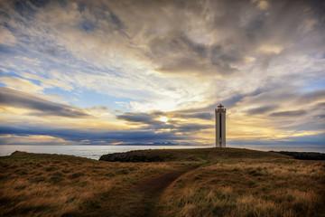 Traumhafter Leuchtturm Kálfhamarsviti im Norden von Island _001
