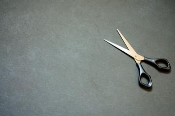 Schere isoliert auf schwarzem Hintergrund, Freisteller