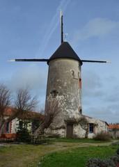 Rairé en Vendée. Créé vers 1560, seul moulin à vent de France ayant toujours fonctionné