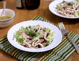 Green salad with squid and beans