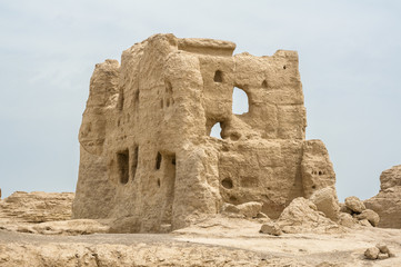 Photo sur Aluminium Ruine Jiaohe ruin, Turpan, Xinjiang of China, so far has been the history of 2300 years of vicissitudes of life. The ruin is the world's oldest, largest and best to protect the earth building city.
