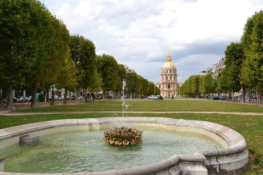Lawn Avenue Breteuil, Paris, France