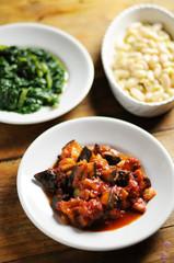 美味しい食卓、イタリア料理、肉、サラダ