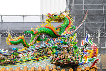 Beautiful colorful rdragon mosaic decoration statue / sculpture of Chinese traditional style on top of the Chinese shrine