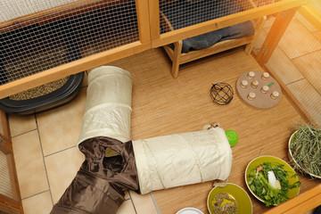 cage aménagée pour lapin de compagnie d'intérieur