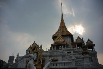 ワット・トライミット(黄金仏寺院)高さ3メートル、全重量5.5トンの金で鋳造されている座像が祀られた