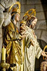 Imagen cristo y virgen de la almudena cripta de la almudena