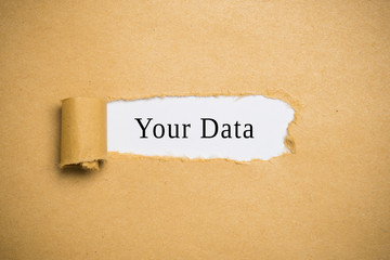 "aufgerissener Briefumschlag mit Worten ""Your Data"""