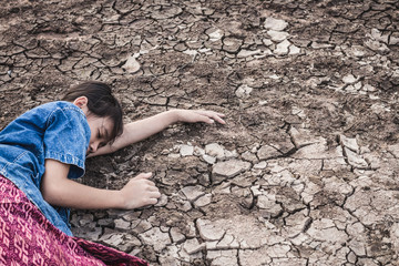 The women on the arid soil in hot weather lacked drinking water.