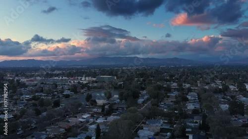 Fotobehang Aerial panorama of San Fernando Valley in Los Angeles, California at dusk. 4K UHD.