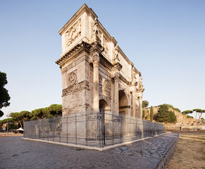 Fototapete - The Arch of Constantine (Arco di Costantino) is the largest Roman triumphal arch.
