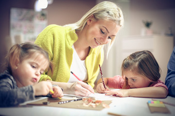 Creativity mother with daughters.