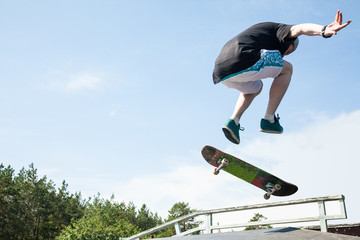 teenagerr jumping  on skateboard