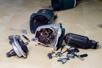 Repair of a broken angle grinder. Gear and rotor of the electric motor.