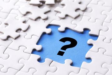 クエスチョンマークとジグソーパズル Question mark and Jigsaw puzzle concept