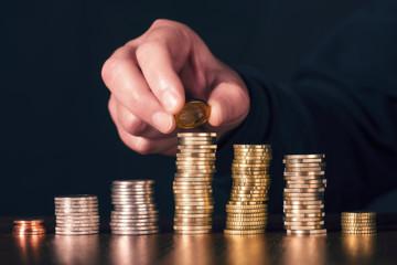 Münzen werden gestapelt