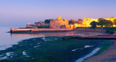Foto auf Leinwand Befestigung Fort Diu at night. Daman and Diu, India