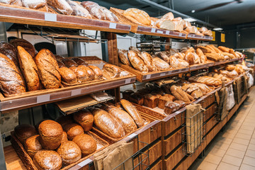 Zelfklevend Fotobehang Bakkerij close up view of freshly baked bakery in hypermarket