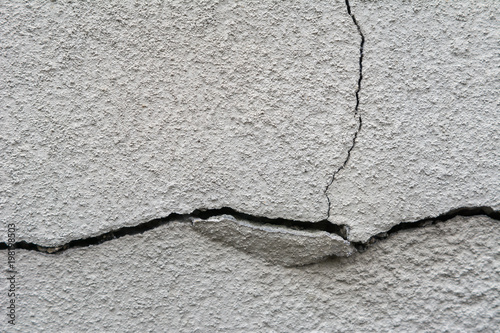 Risse In Der Wand Hausfasade Stock Photo And Royalty Free Images
