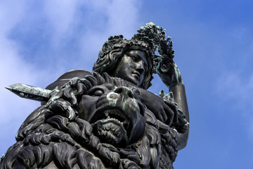 Stores à enrouleur Artistique Germany, Bavaria, Munich, Theresienwiese: Close up of famous German Bavaria statue sculpture monument. It is a female personification of the Bavarian homeland and by extension its strength and glory.