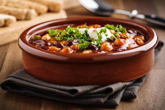 Vegetarisches Chili mit Kichererbsen und Bohnen - Veggie chili with chick peas and beans