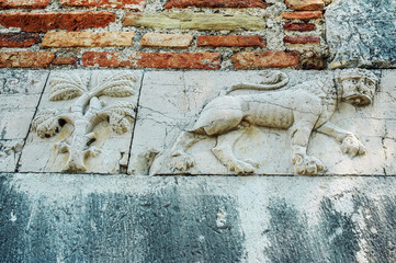 Fototapete - Relief of a lion on ancient wall