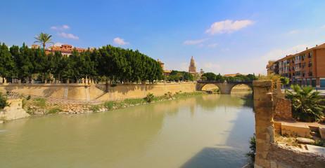 Paseo del río Segura en Murcia, España