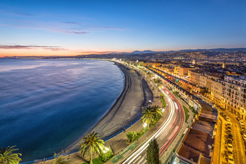 Fototapete - Promenade and Coast of Azure at dusk in Nice, France
