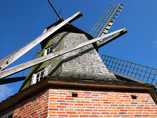 Printed roller blinds Mills Die schöne alte Sinninger Mühle vor strahlend blauem Himmel aus der Froschperspektive in Sinningen bei Saerbeck im Kreis Steinfurt in Nordrhein-Westfalen