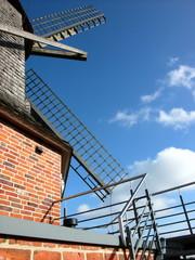 Aluminium Prints Mills Flügel der Sinninger Mühle vor blauem Himmel mit Wölkchen bei Saerbeck im Kreis Steinfurt in Westfalen bei blauem Himmel und Sonnenschein