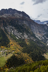 Die wundervolle Bergwelt des Wallis im Herbst