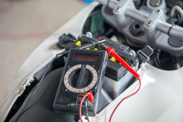 check if the motorcycle battery with multimeter