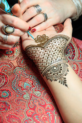 North America, USA, Washington. Indian Mehendi celebration.  Henna application and rituals. Hands. Inner arm.