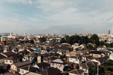 家がひしめく住宅街を高所から撮影。