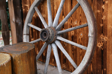 Wheel / Old wooden wheel