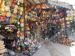 Marokko, ein nordafrikanisches Staat an Atlantik und Mittelmeer, Basar kunst Art handmade