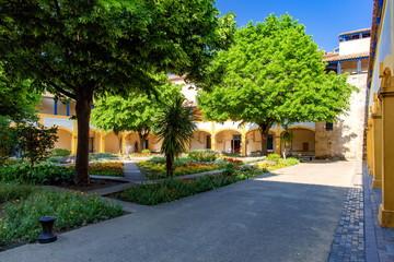 アルル市立病院の中庭