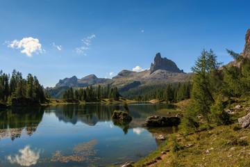 Lago di Federa wunderschöner Bergsee in der Nähe von Cortina d'Ampezzo_007