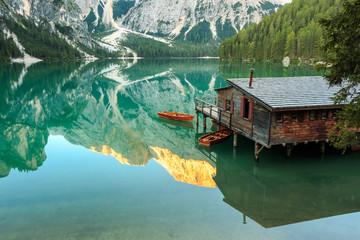 Spiegelung im Pragser Wildsee, Lago di Braies Südtirol_002