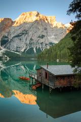 Spiegelung im Pragser Wildsee, Lago di Braies Südtirol_003