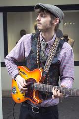 Artiste de rue. Guitariste
