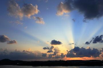 夕暮れの光芒 Light of the twilight