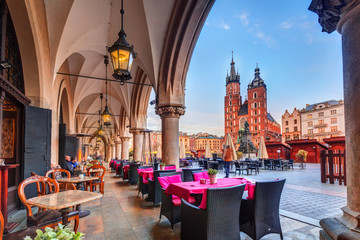 Papiers peints Cracovie Krakow cloth hall and St. Mary Basilica in Poland