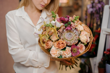 Girl holding a beautiful bouquet of champagne colour flowers