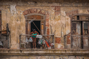 Printed roller blinds Havana Old yellow building, woman standing on the balcony, buildings in downtown Havana. Cuba