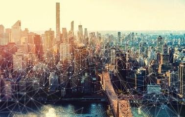 Links with the New York City skyline near Midtown