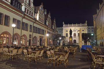 Straßencafe vor der alten Börse in Leipzig bei Nacht