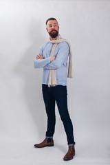 Mann modisch gekleidet für den Frühling
