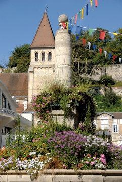 château-Thierry, ville département de l'Aisne, Fontaine fleurie et l'Hôtel de Ville, France