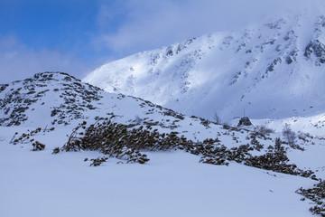Doliny wysokich gór i schronisko